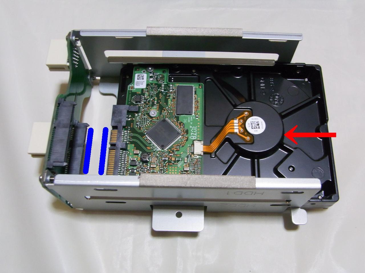 CG-HDC2EUS31-W のHDDトレイにHDDをセット