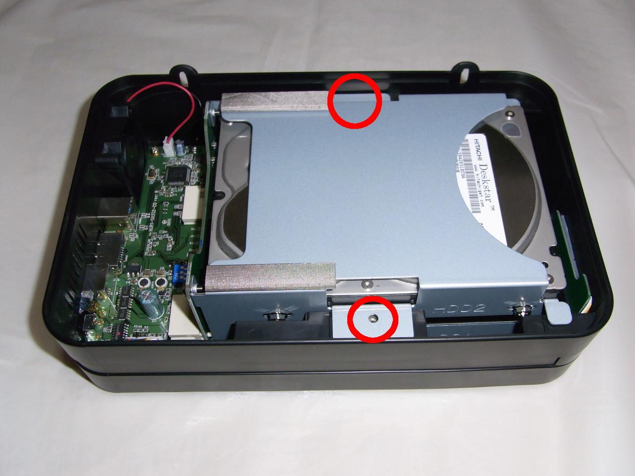 CG-HDC2EUS31-WのHDDトレイの固定するねじを締める