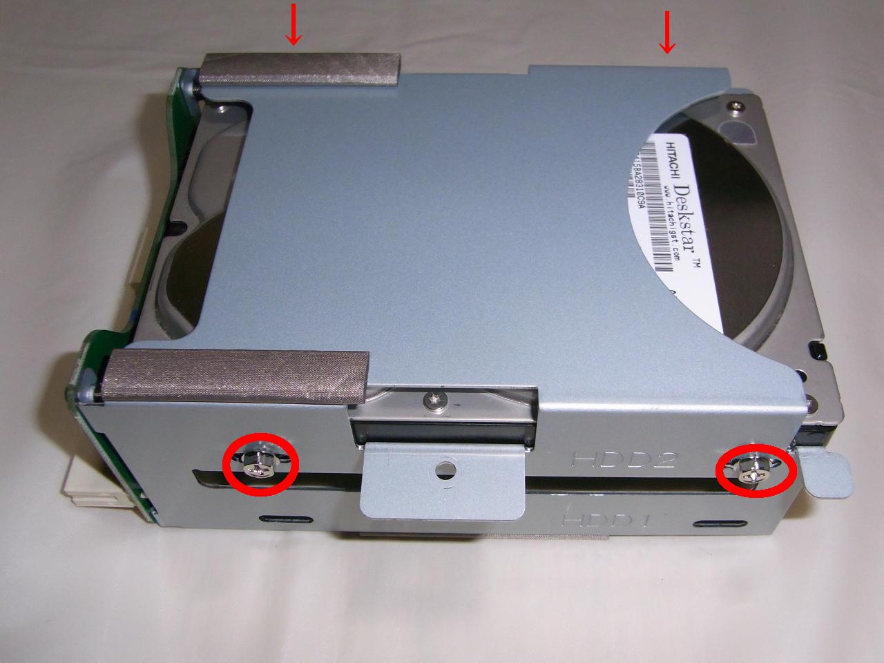 CG-HDC2EUS31-W HDDをねじで固定
